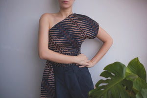 Paloma one shoulder top in Coal