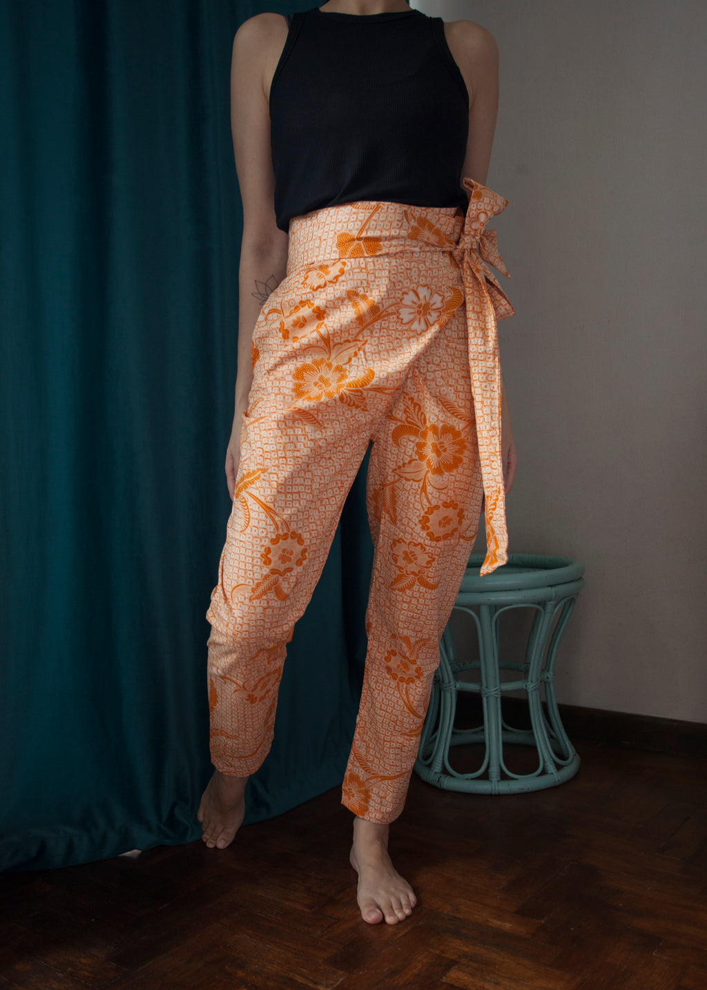 Dharma wrap pants in Roe