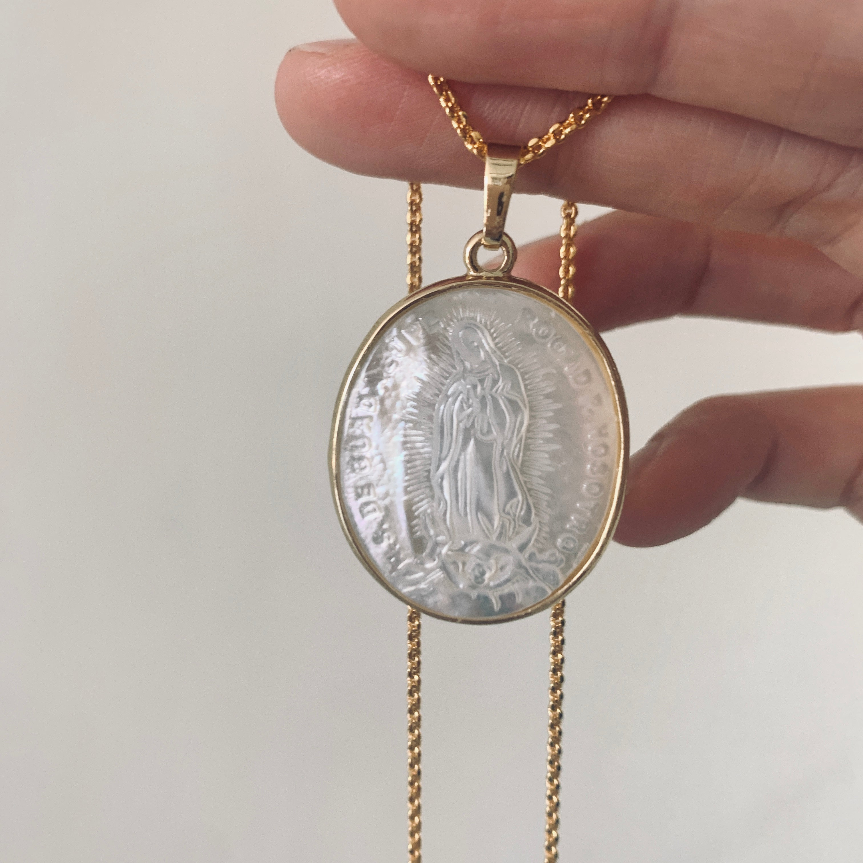 Mesa Mother of Pearl pendant necklace