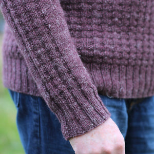 detail of corcra sweater in nua worsted