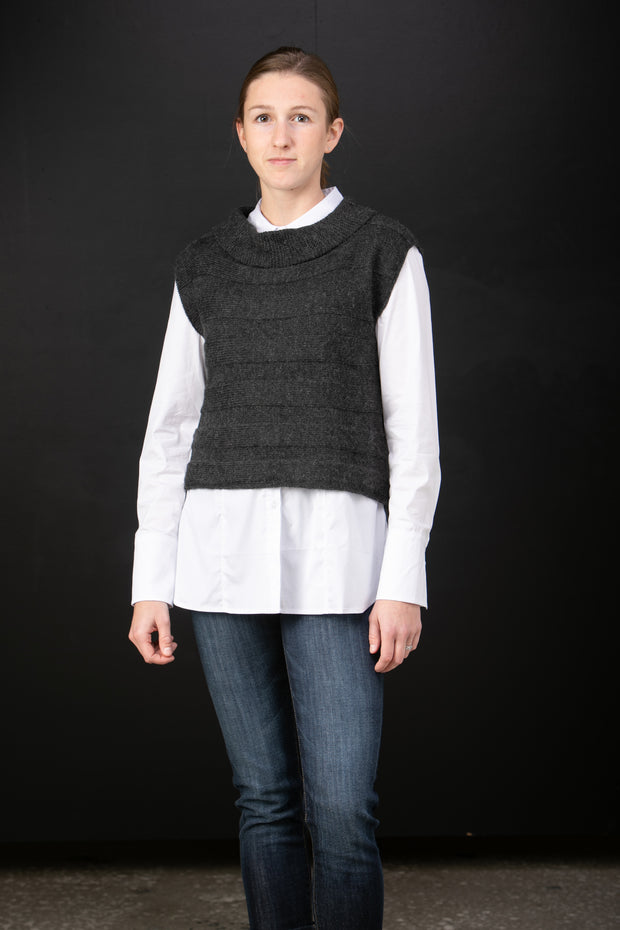 Chiri Ida baby alpaca pullover vest in Night