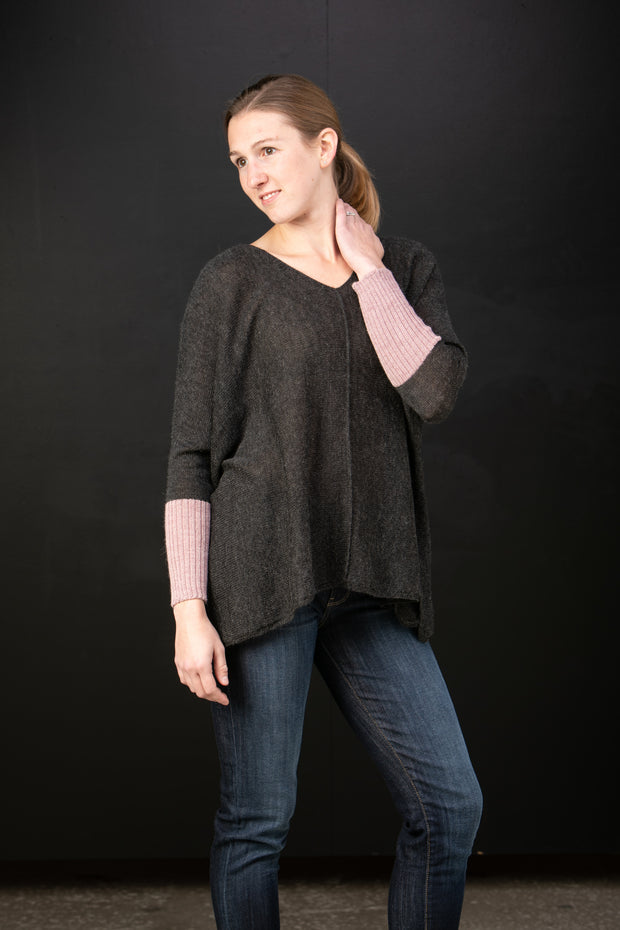 Chiri Luzita baby alpaca V-neck poncho in Night