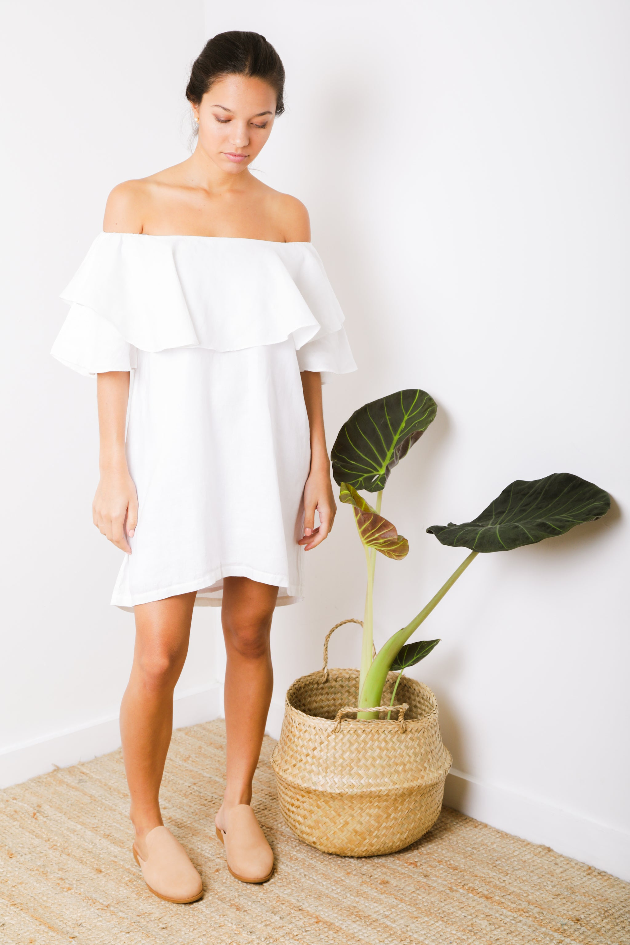 Magui Off-Shoulder Ruffle Short Dress in White Linen