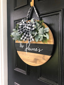 Wood round wreath with black stripe