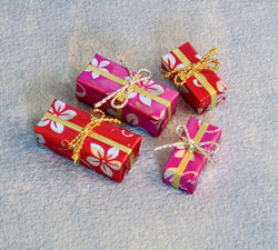 Christmas Presants-Dollshouse Hampshire