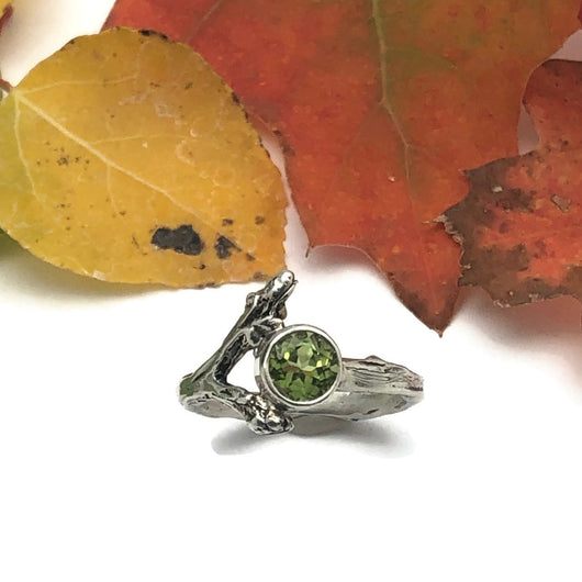 Sterling Silver Twig Ring with Peridot Gemstone Size 6.75
