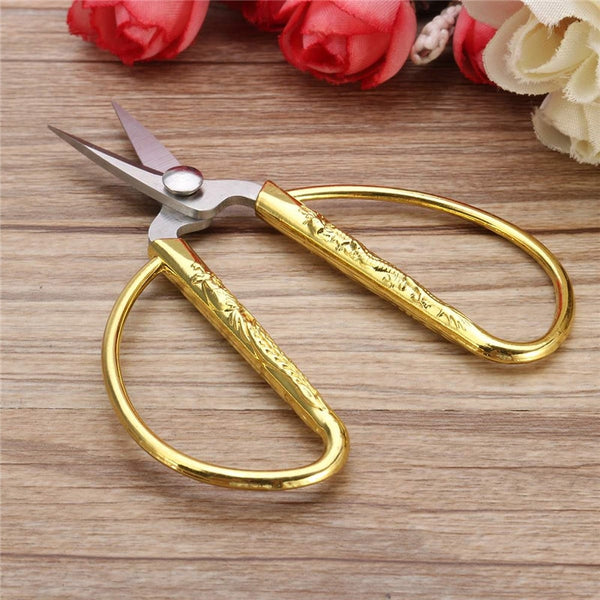 "European Vintage Gold Sewing Scissors (3"" x 2"")"