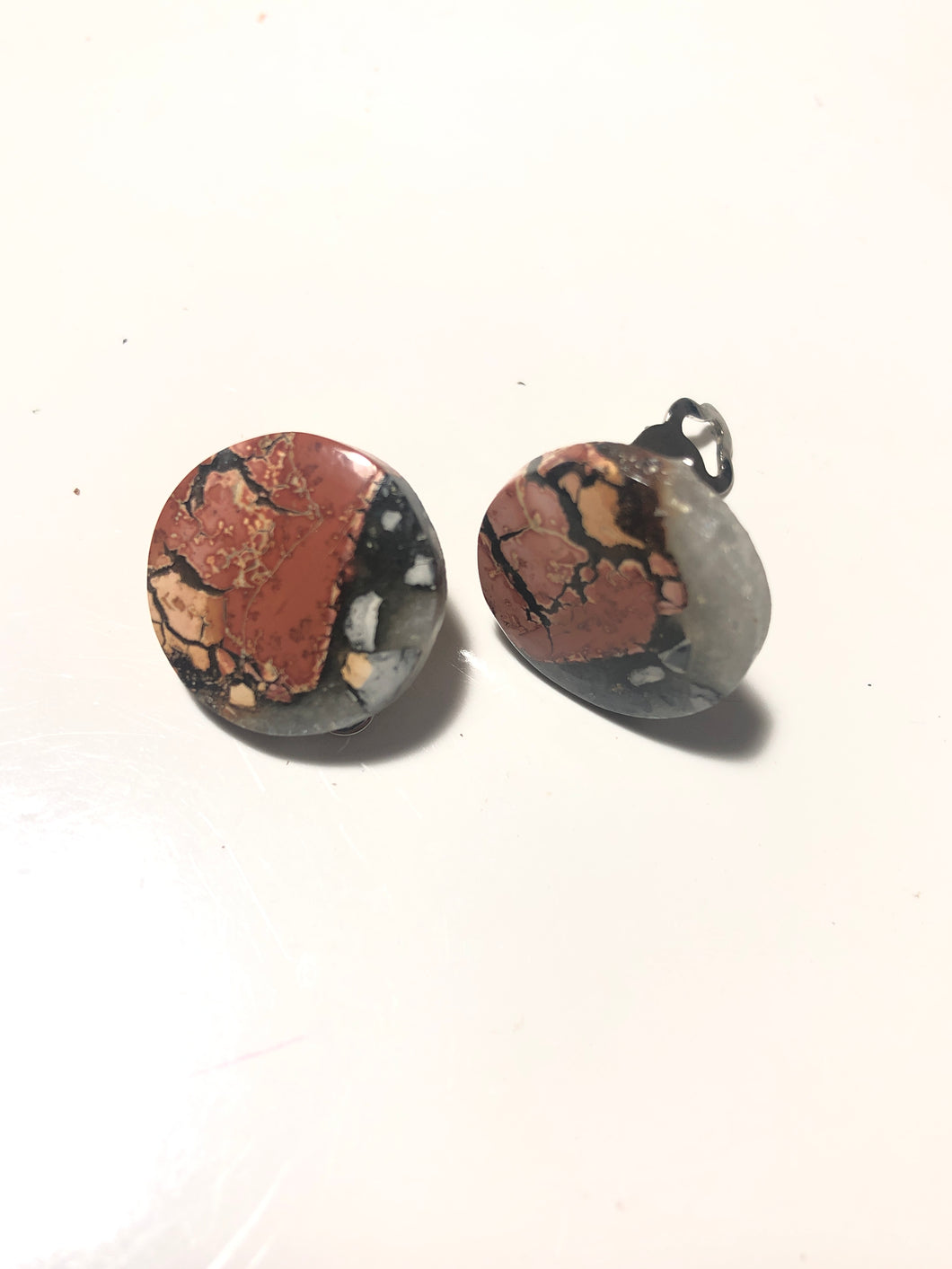Clip earrings with maligano jasper