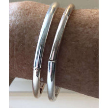 Bangle Combination Of Rose Gold And Silver In A Set Of Two
