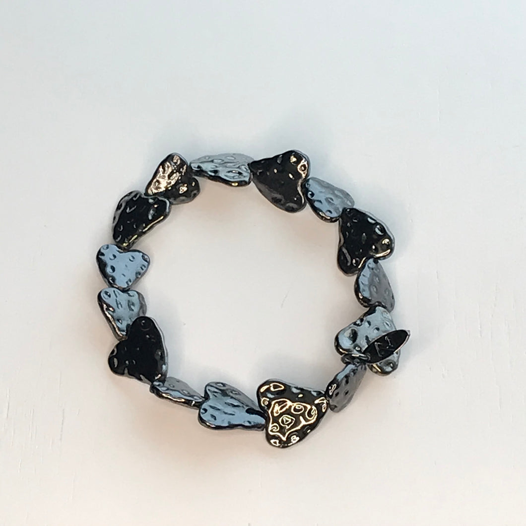 Bracelet Elasticated Hammered Hearts Gun Metal Pewter