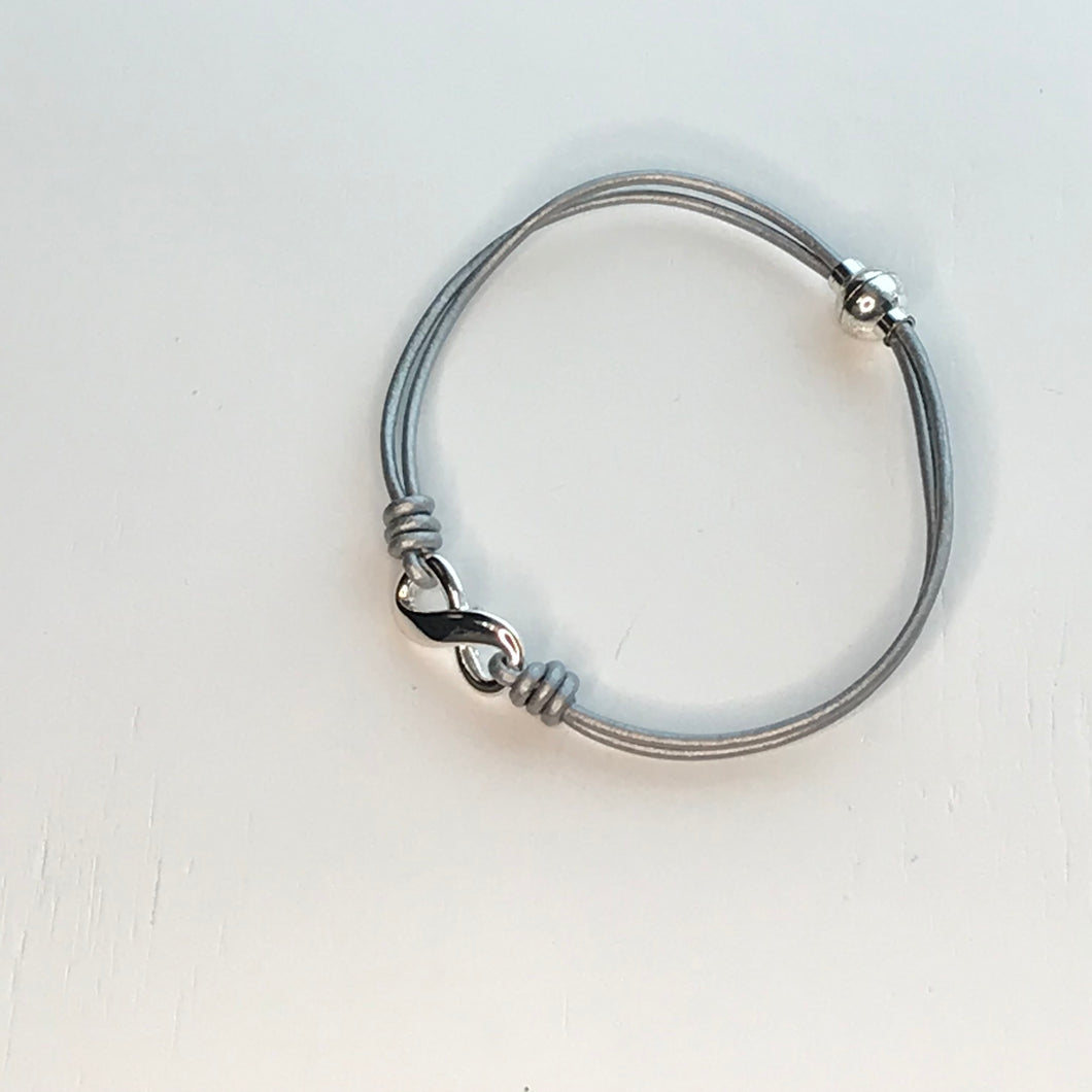 Bracelet Magnetic Clasp Infinity (2 Colours)