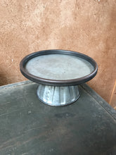 SMALL METAL CAKE STAND