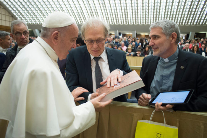 Pope Francis receives Bayard Presse's new Bible