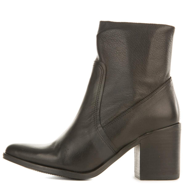 Steve Madden for Women: Peaches Black Leather Heeled Boots