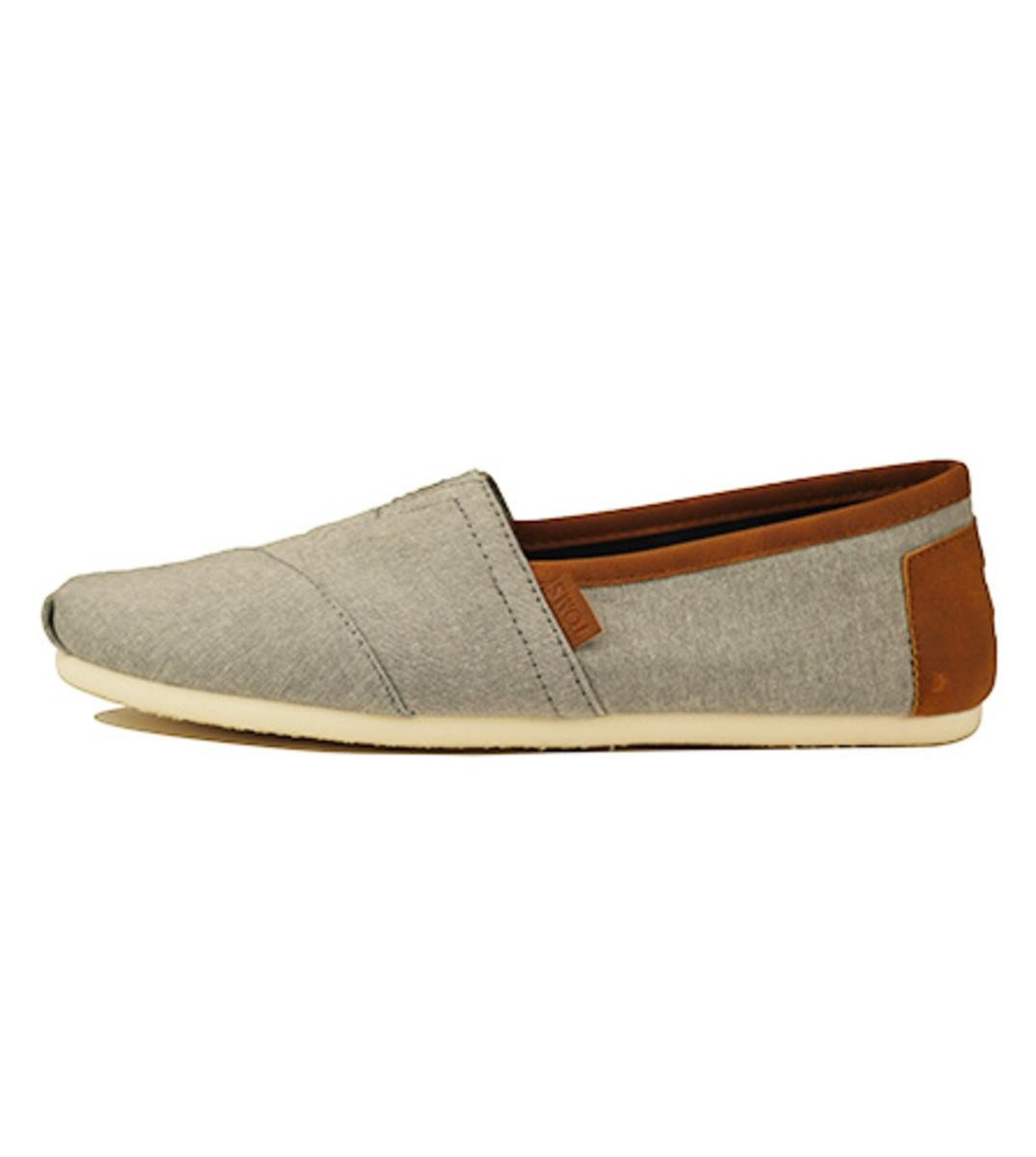 Toms for Men: Classic Frost Grey Chambray with Synthetic Leather Trim