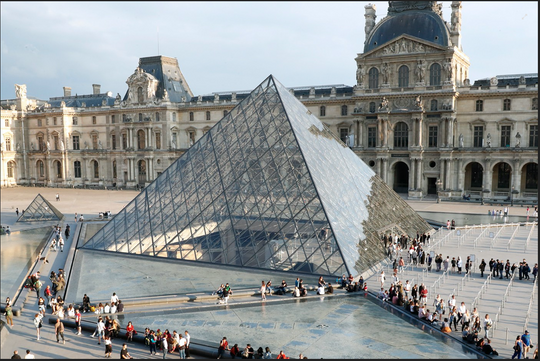 LOUVRE CLOSES DOWN OVER CORONAVIRUS FEARS