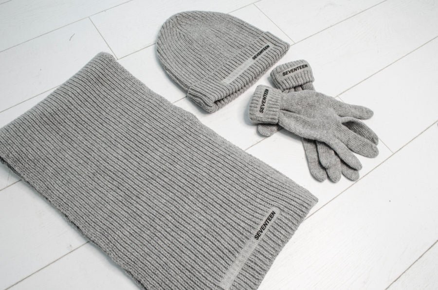 Scarf, beanie and gloves knitted set