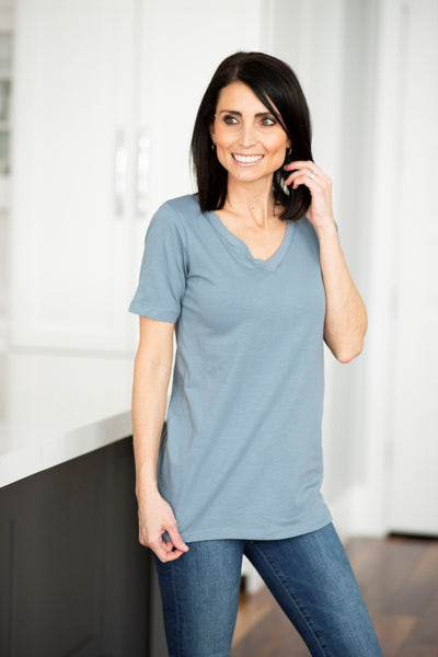 Dee Basic V Neck in Cement
