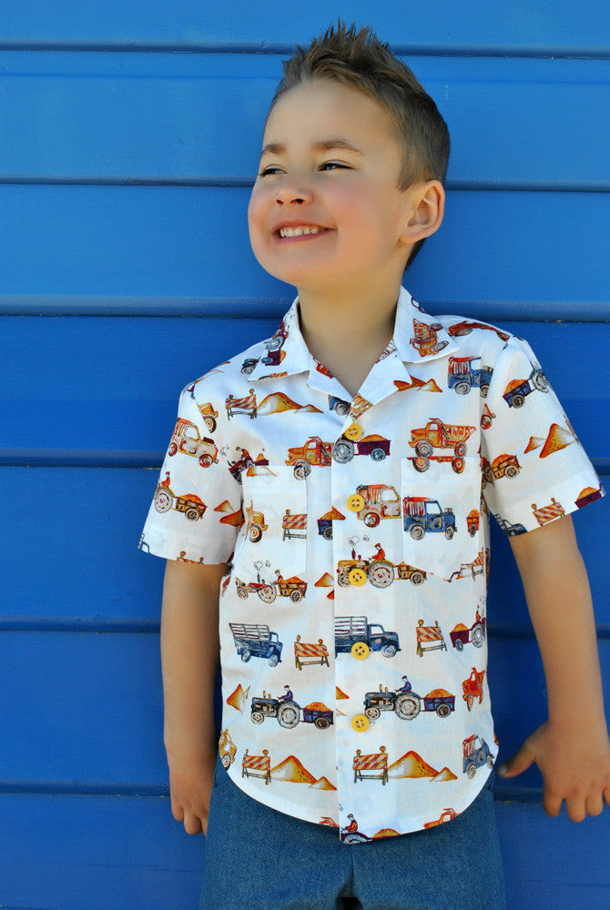 The Thomas Shirt casual shirt for boys and girls 2 to 14 years old. Hawaiian shirt pattern.