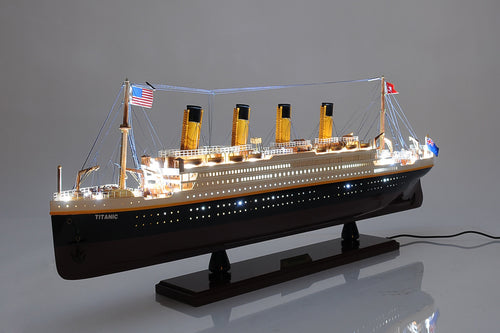 Titanic Painted with lights  32