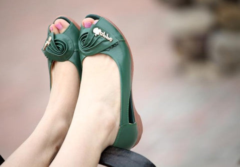 Summer new moms fashion sandals, middle-aged soft leather fish head sandals large size slope with comfortable women's shoes