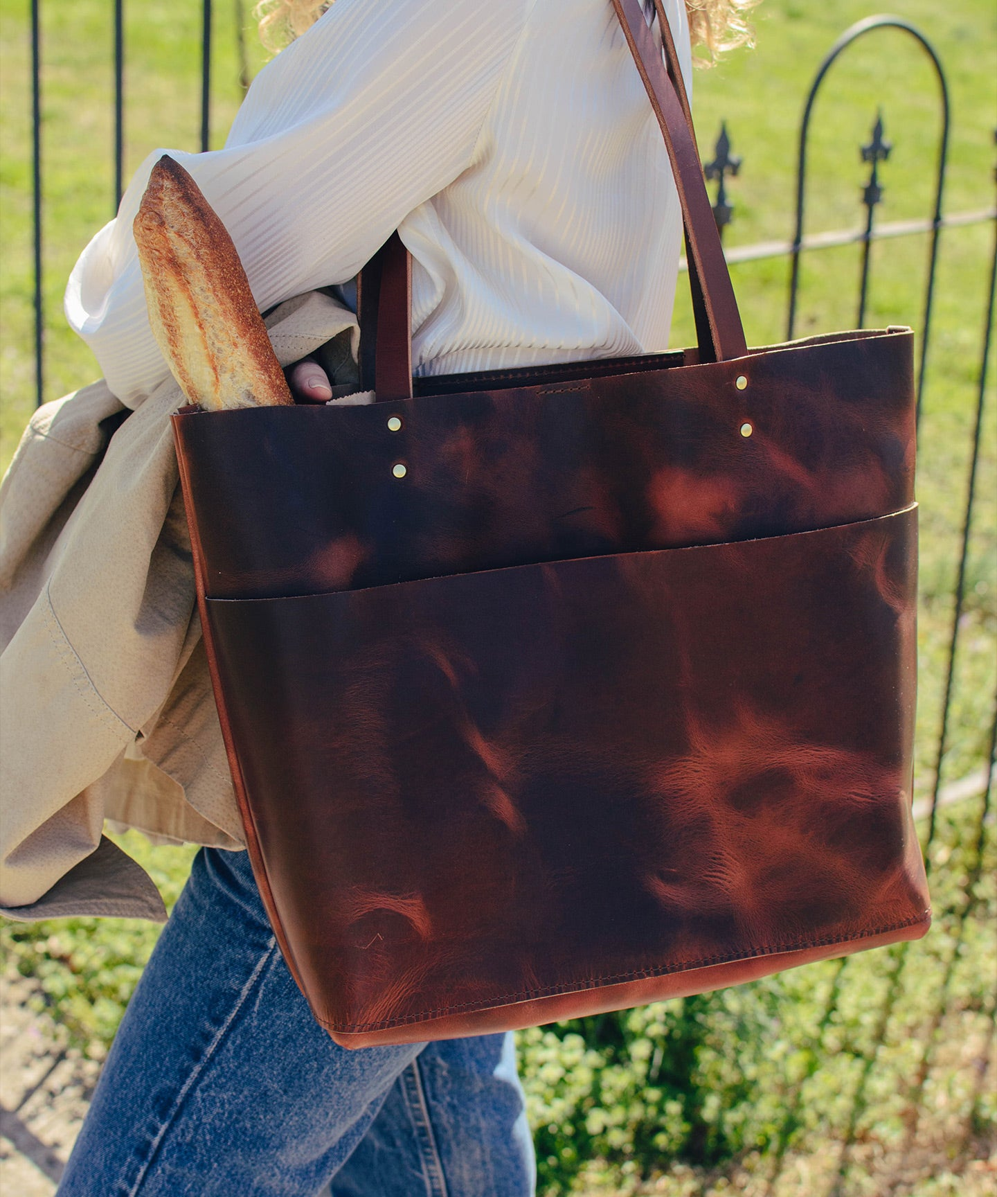 5 French Girl Style Secrets to Wear an Oversized Tote Bag | Styling with Ashley