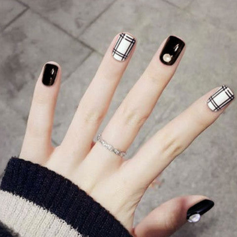 Black & White Fake Nails