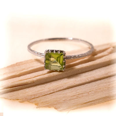 White Gold 14K Peridot Dainty Square Ring