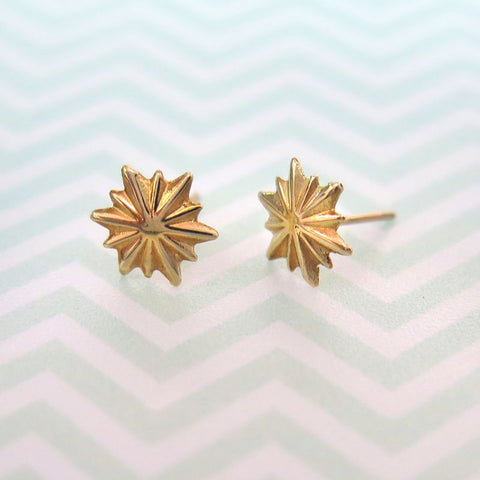 14k Solid Gold big star Stud Earrings With Gold Closures