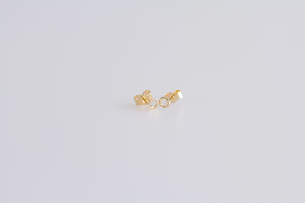 MINIMALIST GOLD EARRINGS                                                          Robyn Galway