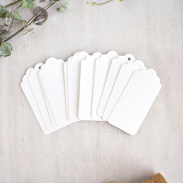 Medium Scalloped White Card Gift Tags
