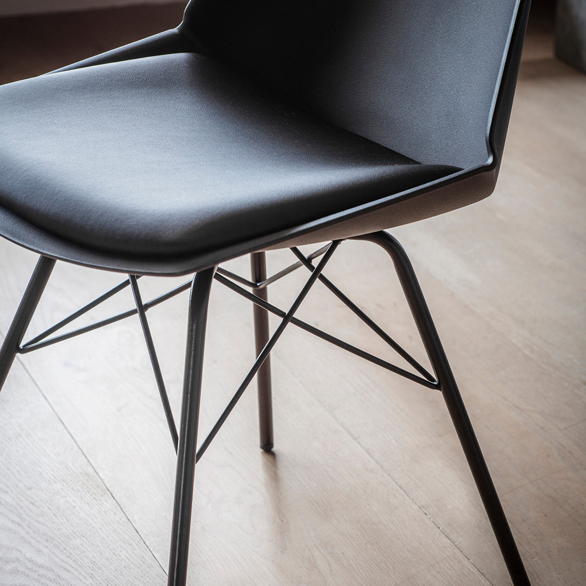 Barnet Chairs in Black - Ezzo