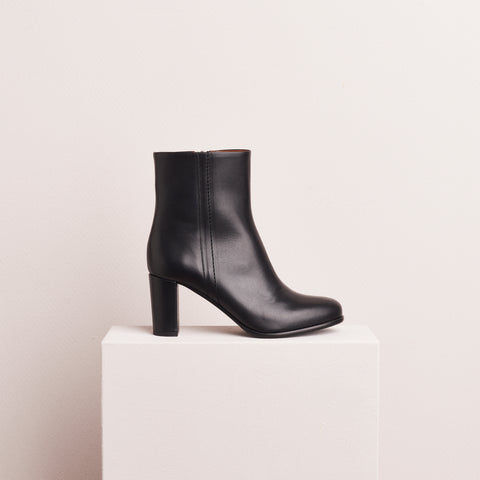 HEELED ANKLE BOOT - BLACK CALF