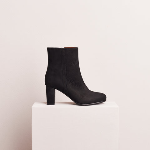 HEELED ANKLE BOOT - BLACK NUBUCK