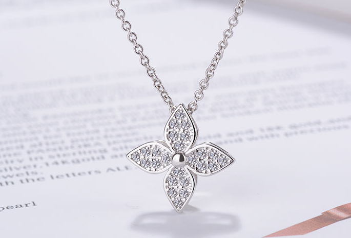 QUALITY LUXURY WEAR SILVER PLATINUM PLATED ZIRCON PENDANT CHAIN NECKLACE