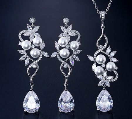 ZIRCON STONES HIGHLY FINISHED RHODIUM PLATED SET
