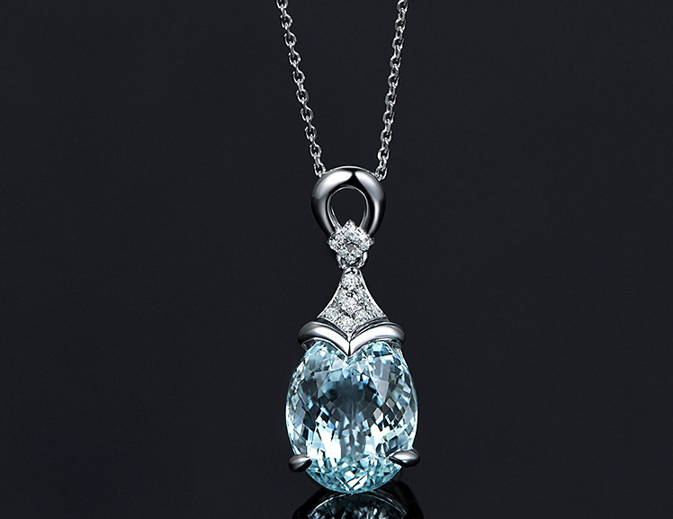 HIGH QUALITY PLATINUM PLATED ZIRCON NECKLACE