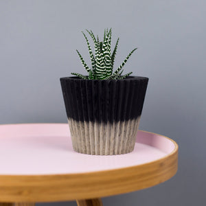 Monochrome Concrete Crinkle Pot