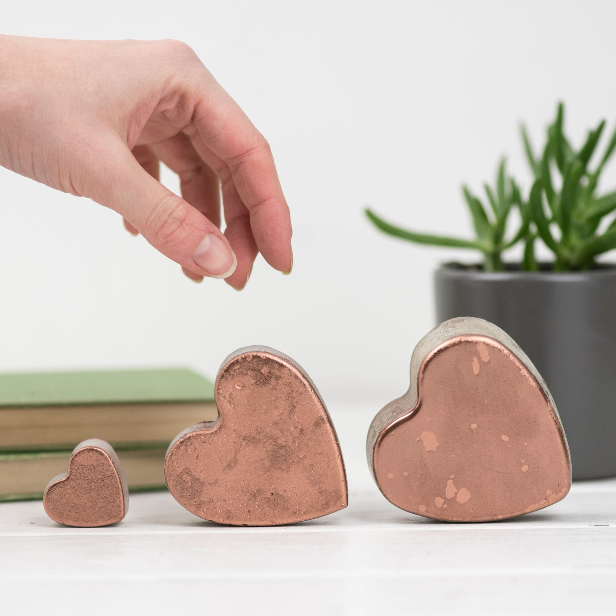 Set of 3 concrete copper hearts