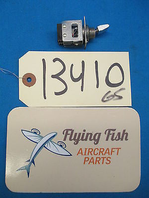 Aircraft Aviation Micro Switch 32AT444-T2 8945 NOS (13410)