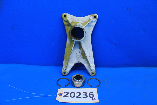 Piper Left Landing Gear Forward Trunnion Fitting PN 20757-00 PA-30 PA-24 (20236)