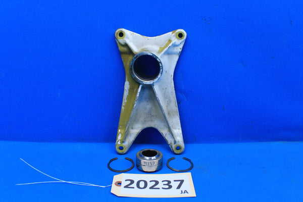 Piper Left Landing Gear Forward Trunnion Fitting PN 20757-00 PA-30 PA-24 (20237)