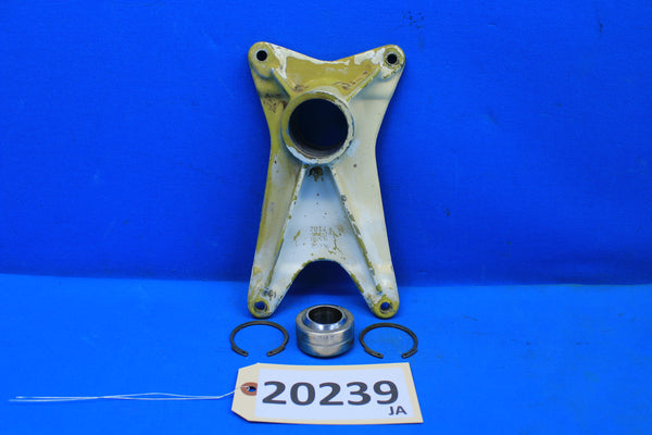 Piper Left Landing Gear Forward Trunnion Fitting PN 20757-00 PA-30 PA-24 (20239)