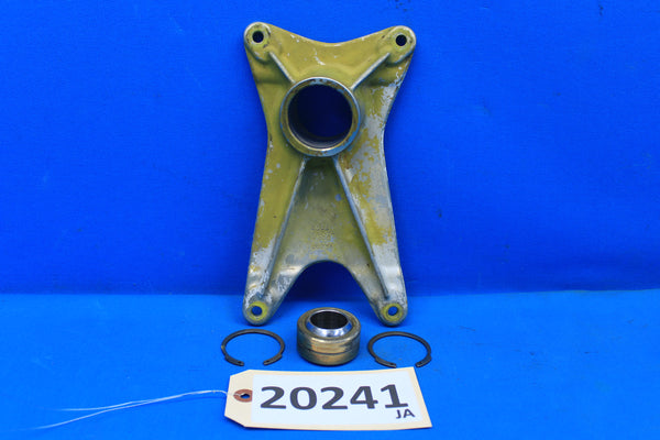 Piper Left Landing Gear Forward Trunnion Fitting PN 20757-00 PA-30 PA-24 (20241)