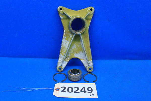 Piper Right Landing Gear Forward Trunnion Fitting 20757-01 PA-30 PA-24 (20249)