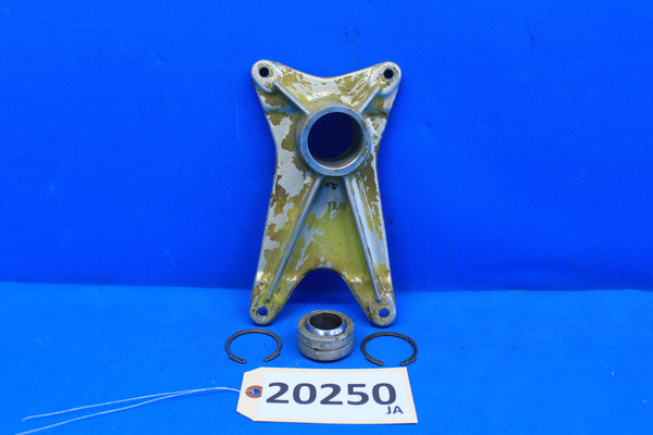 Piper Right Landing Gear Forward Trunnion Fitting 20757-01 PA-30 PA-24 (20250)