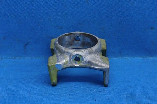 Piper PA-23-250 Aztec Right Stabilator Outer Attachment Fitting P/N: 16809-02 (25489)