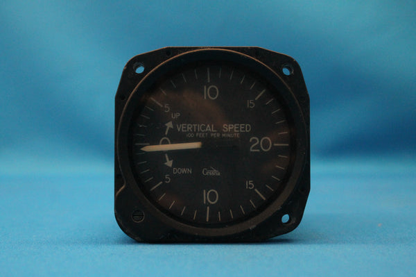 United Instruments Vertical Speed Indicator P/N: 7000-C92N2 Cessna 402A (26322)