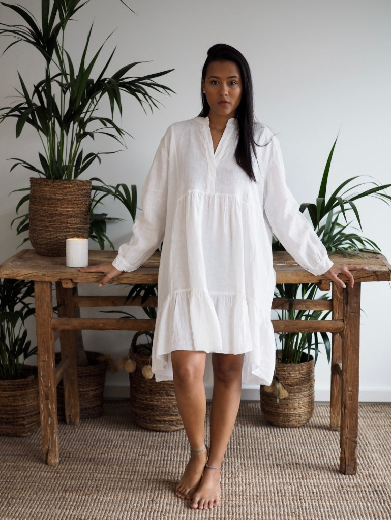 Sara linen dress white