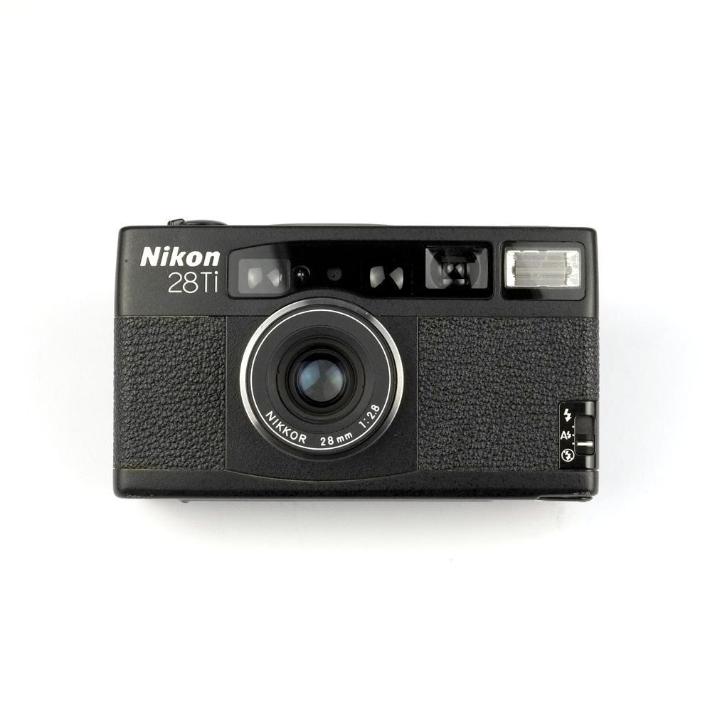 NIKON 28Ti w/soft case